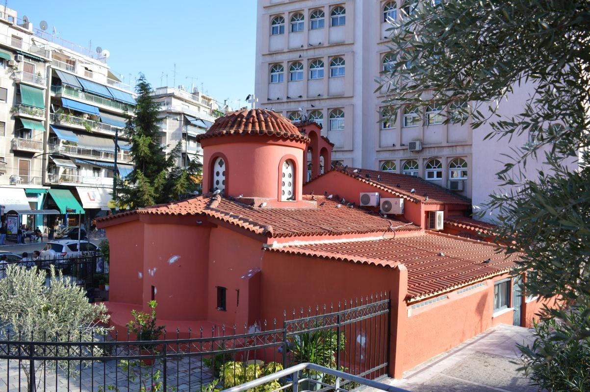 Η εκκλησία εξωτερικά από ψηλά